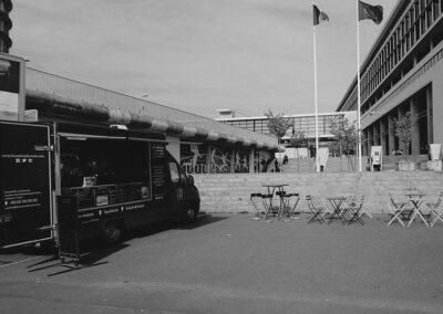 Le Camion du Vexin devant l'Université de Cergy-Pontoise